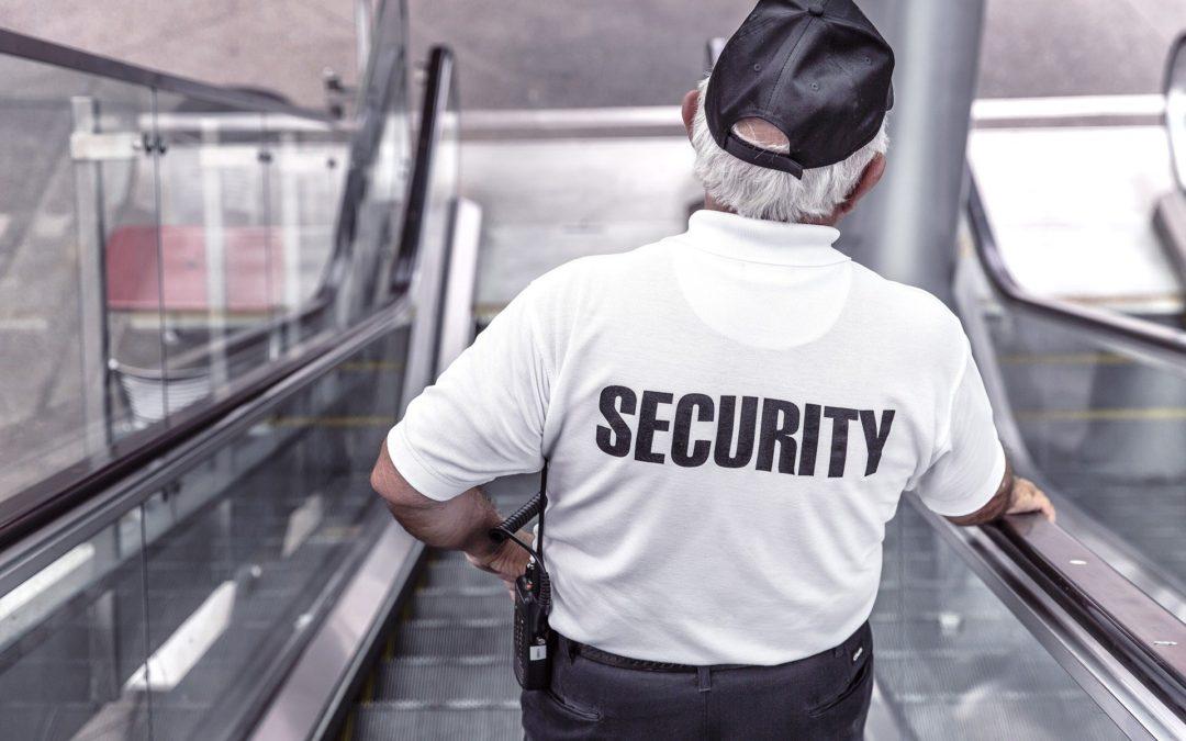 TZ: Namátková kontrola – musíme ostraze ukazovat tašky?